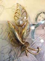 GOLDxパールx模様がきれいな花モチーフブローチ  1,900円(税抜)  http://www.fripe.jp/item/0-006-466/