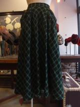 ヨーロッパ古着ブラック地にメタリックグリーンの チェック・ビッグポケットフレアスカート  5,900円(税抜・送料込)  http://www.fripe.jp/item/1-180-278/