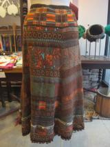 ヨーロッパ古着黒x赤x白x紫アートな花柄ギャザースカート  4,900円(税抜・送料込)