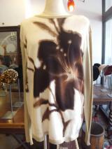 ヨーロッパ古着 【KENZO HOMME 】 ペールカーキ&ホワイトにブラウンの大きな花の絵トップス  4,900円(税抜・送料込)  http://www.fripe.jp/item/2-270-186/