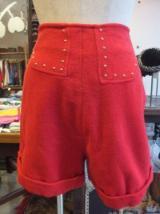 ヨーロッパ古着赤×GOLDスタッズデザインショートパンツ  4,900円(税抜・送料込)