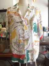 ヨーロッパ古着ホワイトにレッド・グリーン・イエロー 船とコンパスパターンオープンカラーシャツ  3,900円(税抜)  http://www.fripe.jp/item/3-050-821/