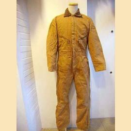 ライトブラウンジャンプスーツ